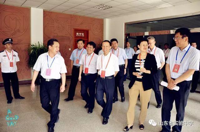山东省副省长王书坚到省实验中学巡视2018年高考工作